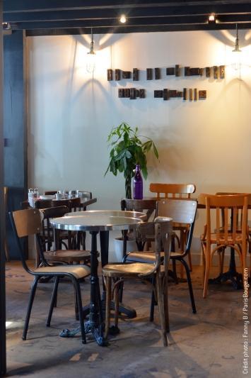 Le caf de la presse du soleil du son et une bonne for Restaurant bastille terrasse