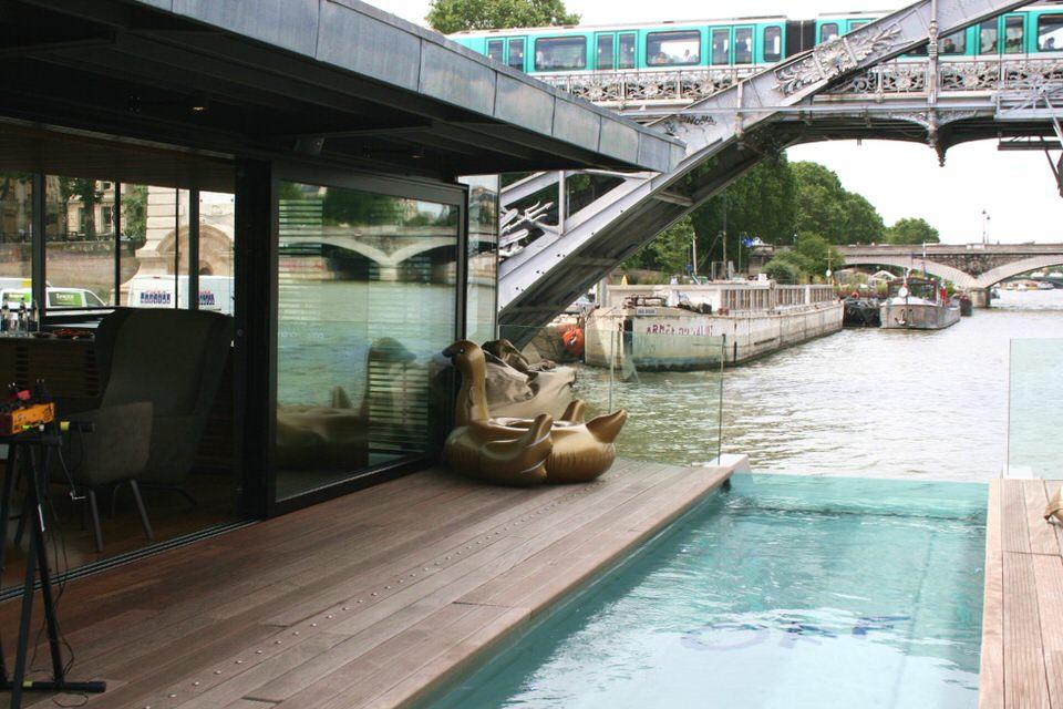 Off paris seine bar restaurant tapas et piscine sur - Restaurant seine port ...