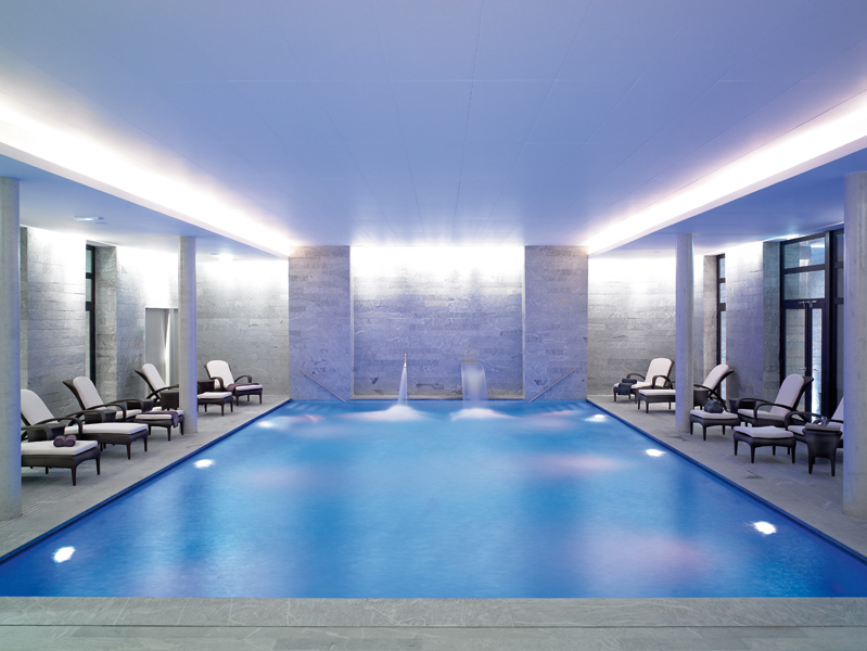 Top 5 des spas haut de gamme paris for Piscine 75008